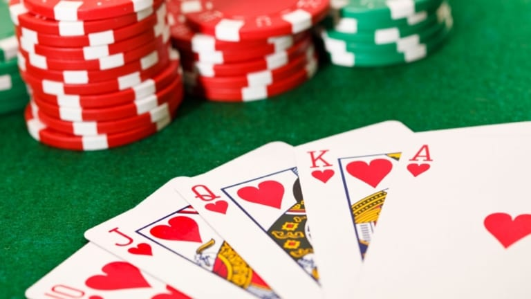 Poker Online Players can Win Bonuses